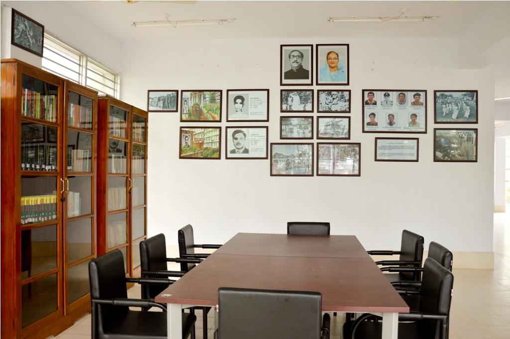 চুয়েট কেন্দ্রীয় লাইব্রেরীতে 'মুক্তিযুদ্ধ ও বাংলাদেশের স্বাধীনতা' কর্ণার