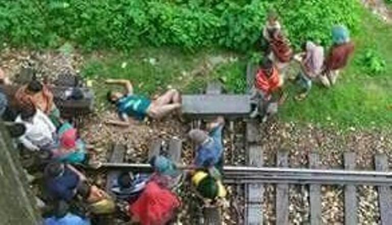 ভাটিয়ারীতে ট্রেনে কাটা পড়ে যুবক নিহত