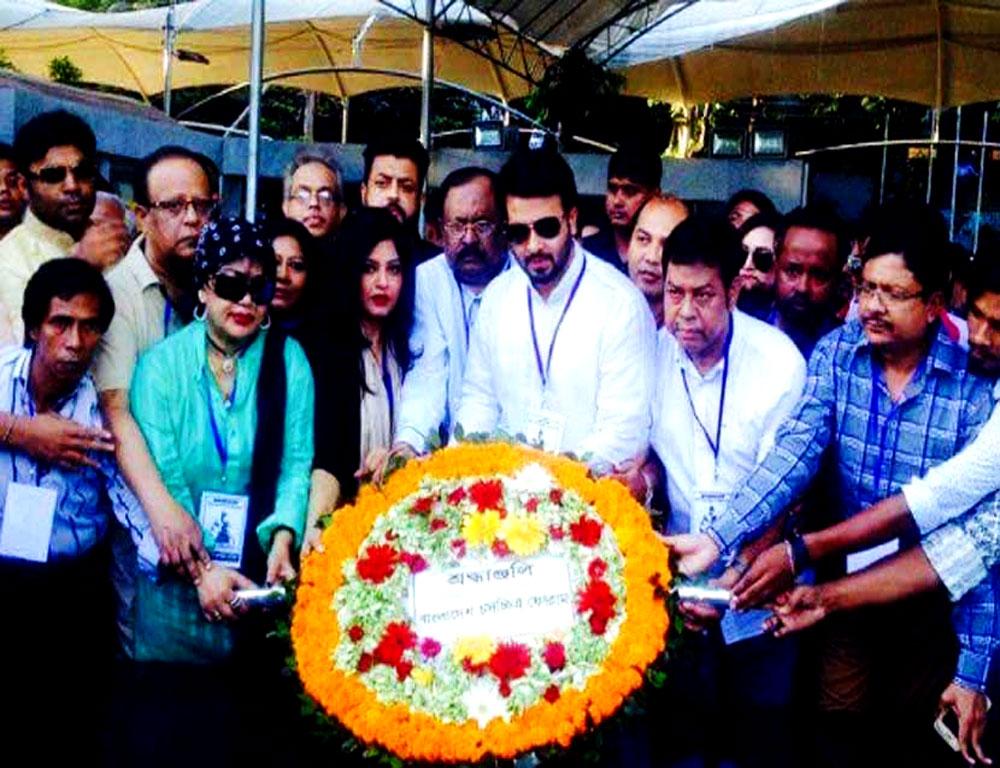 বঙ্গবন্ধুর প্রতিকৃতিতে শ্রদ্ধা বাংলাদেশ চলচ্চিত্র ফোরামের