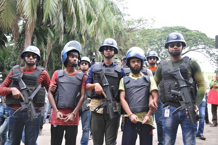 চট্টগ্রামে গ্রেপ্তার দুই জঙ্গি : ১০ টি গ্রেনেড উদ্ধার