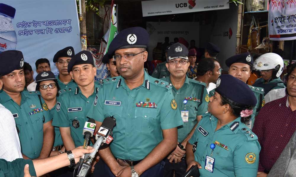 গরু বাজার পরিদর্শন করলেন সিএমপি কমিশনার