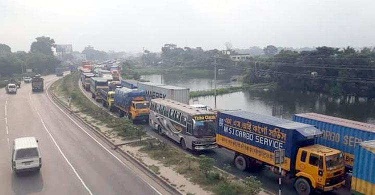 তীব্র যানজটের কবলে ঢাকা-চট্টগ্রাম মহাসড়ক